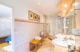 12.manor sarlat bathroom