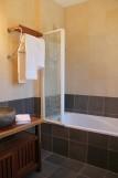 Belle_vue_sur_Lascaux_maison_piscine_privée_Montignac_salle_d'eau2